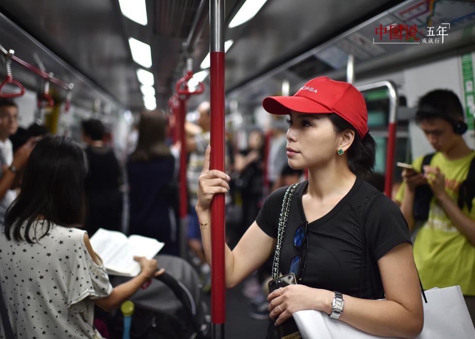 第11期:【中国说·世相】女孩西西的深港双城生活记