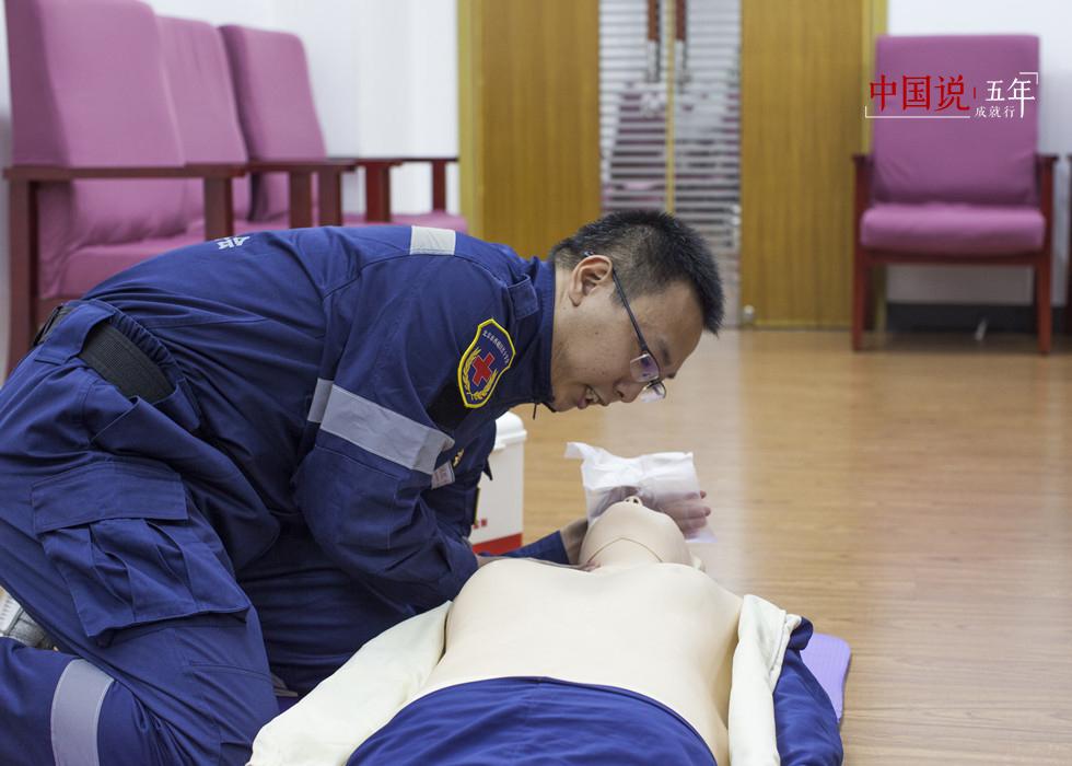 """第52期:【中国说·帧像】应急救护——为生命开辟""""绿色通道"""""""