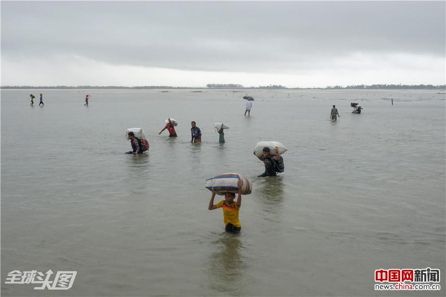 罗兴亚危机:人们处于 '求生模式'