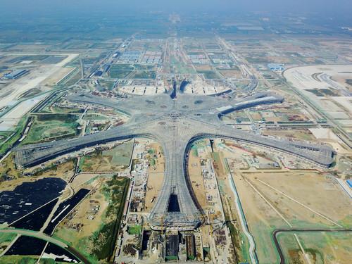 資料圖片:這是建設中的北京新機場航廈(2017年9月18日攝)。新華社記者 鞠煥宗 攝