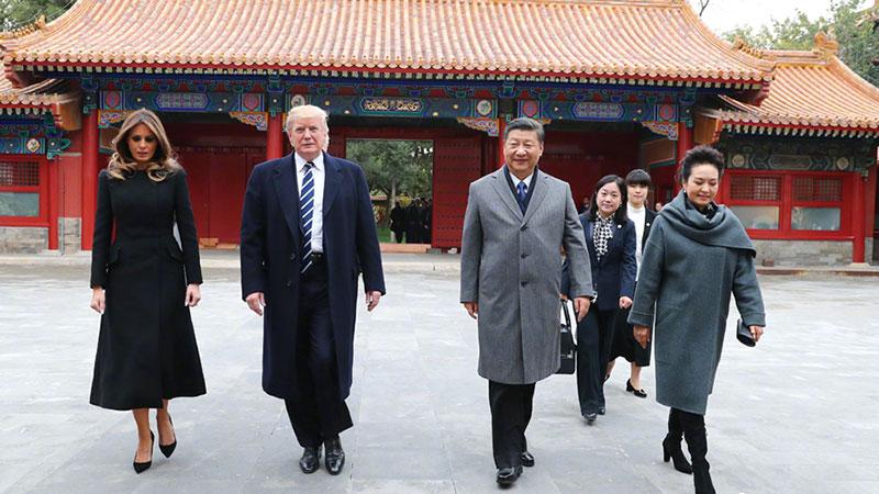 习近平和夫人彭丽媛同美国总统特朗普和夫人梅拉尼娅茶叙