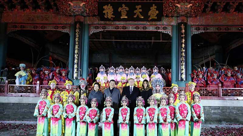 习近平和夫人彭丽媛与特朗普夫妇共同欣赏京剧表演