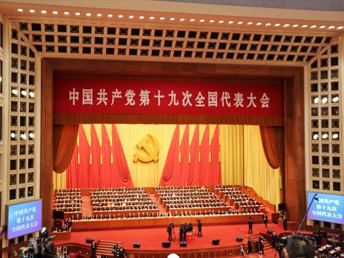 扭住用习近平新时代中国特色社会主义思想武装全军这个根本任务