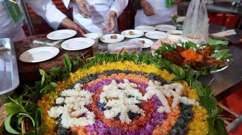 云南临沧举办厨艺大赛 原生态美食吸引民众
