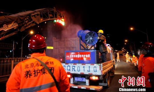 """北京二环路等百余条城市道路入冬前穿""""防寒服"""""""
