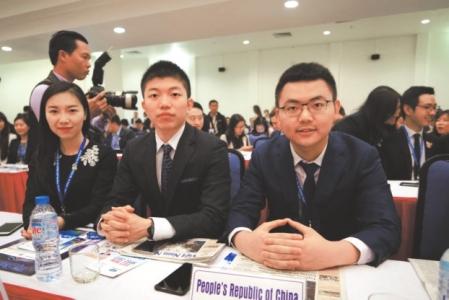 起草APEC《青年宣言》 成都小伙代表中国向世界发声