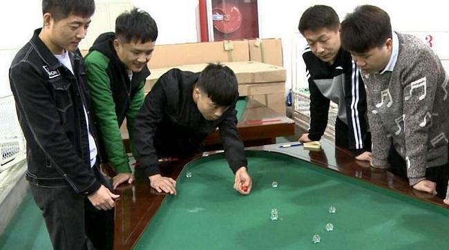 """""""打弹球""""成西安高校专业课 学员乐学""""弹指神通"""""""