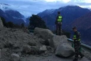 林芝震后救援力量到位 航空、供电等正常