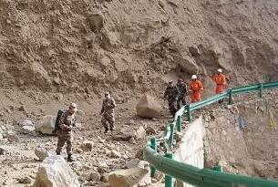 西藏公安消防部队迅速投入林芝米林县地震救援