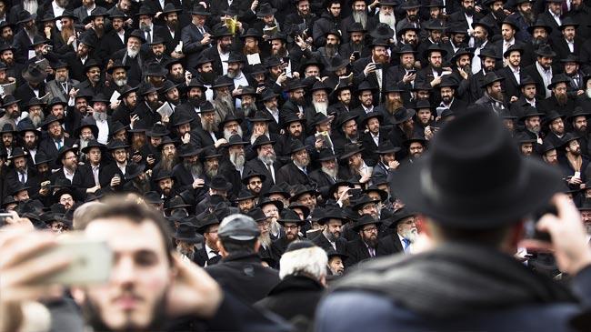"""世界各地近5000名拉比齐聚纽约 拍摄规模宏大""""全家福"""""""