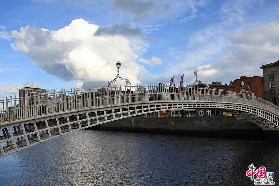 利菲河上有眾多橋梁連接都柏林的兩岸