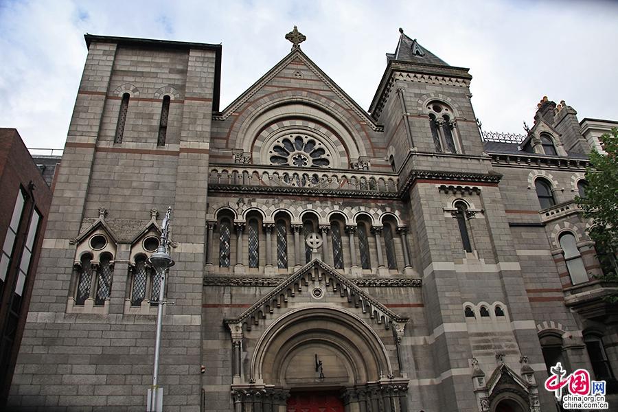 利菲河北岸教堂