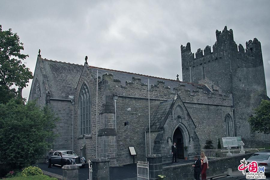 阿黛尔小镇石头建筑的中世纪修道院