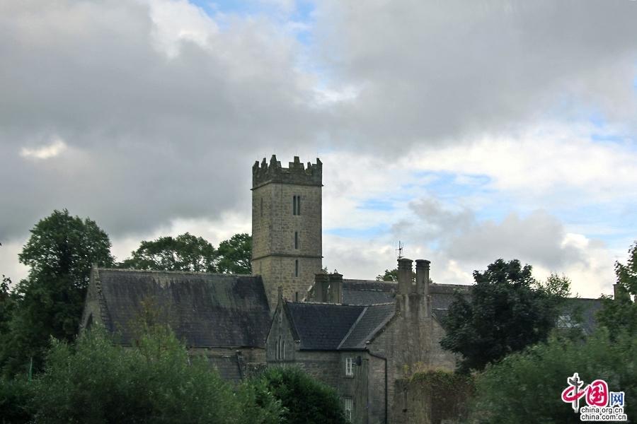 阿黛尔小镇的石质教堂
