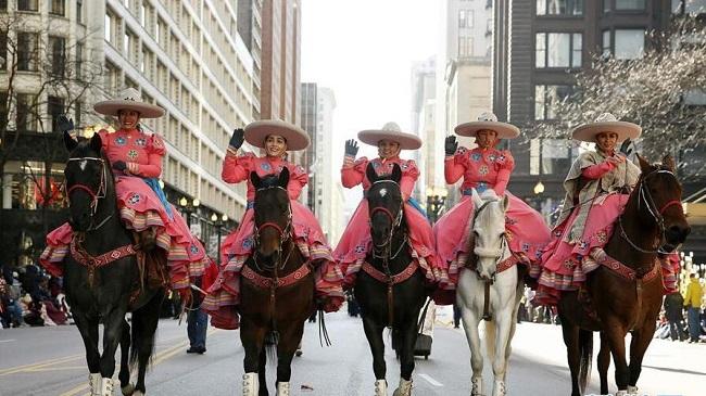 美国芝加哥举行感恩节游行