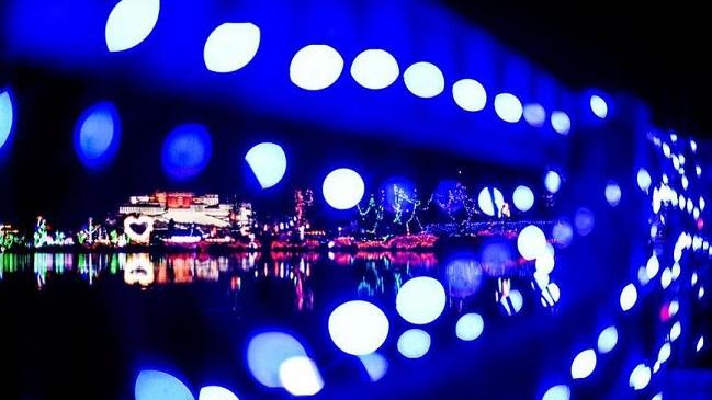 拉萨举行灯光节
