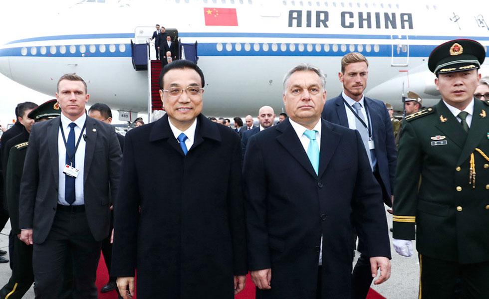 李克强抵达布达佩斯出席第六次中国-中东欧国家领导人会晤并访问匈牙利