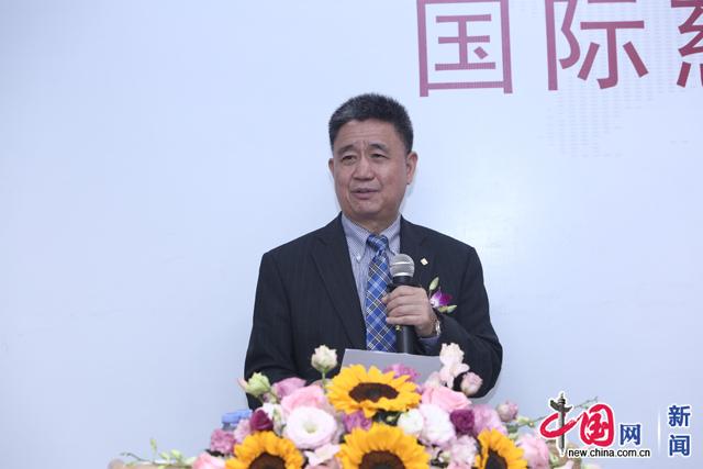 国际公益学院院长王振耀发言。