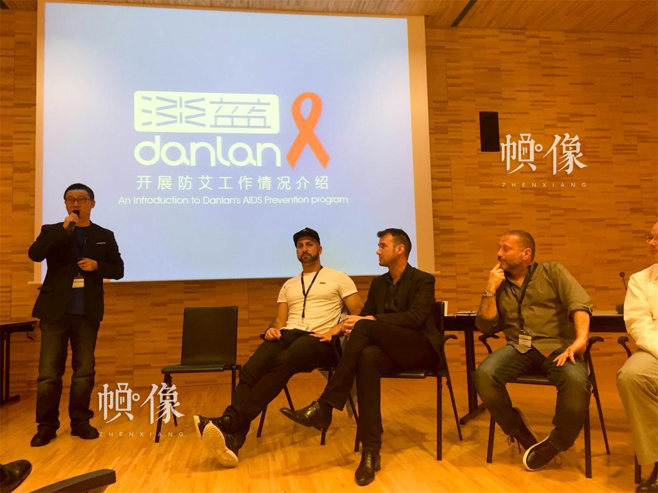 2015年5月19日至20日,UNAIDS(联合国艾滋病规划署)信息通信技术研讨会在UNAIDS总部日内瓦召开,Blued创始人耿乐应邀参会并介绍防艾工作情况。Blued 供图