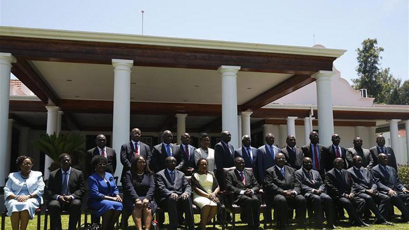 津巴布韦新内阁成员宣誓就职