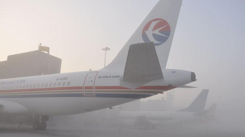 成都:机场通宵运营 滞留旅客运送完毕