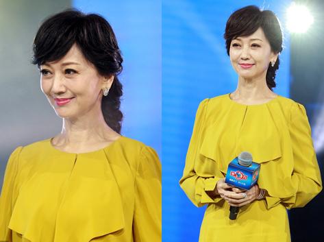 63歲趙雅芝皮膚白皙皺紋明顯 黃裙秀美腿端莊優雅