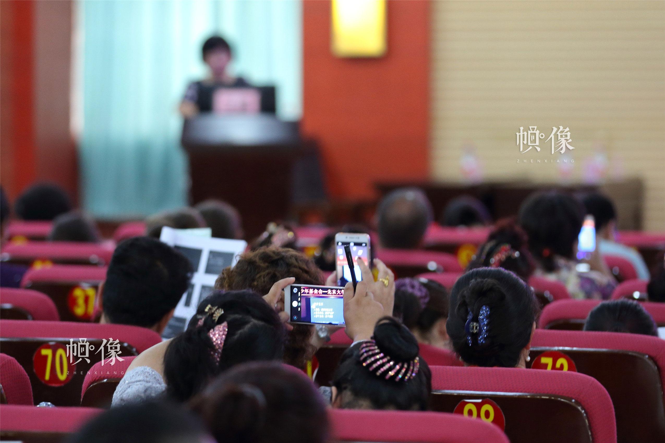 新疆克州當地百名醫生來到克州人民醫院參加全國兒科醫師培訓。中國網記者 陳維松 攝