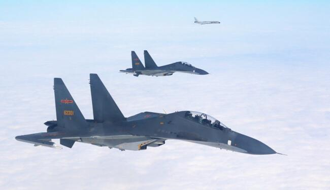 中国空军多型战机成体系远洋训练