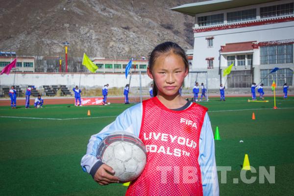 你见过在海拔3652米的拉萨踢球的女孩吗