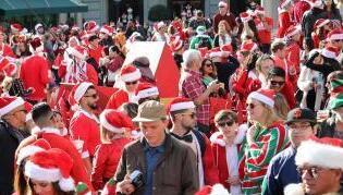 美国旧金山圣诞老人大聚会