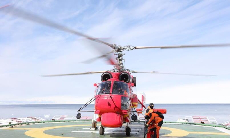 中国科考队在恩克斯堡岛卸运新建站物资