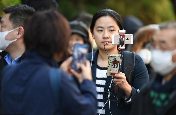 """""""江歌案""""在东京庭审 众多媒体法院门前等候"""