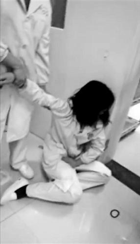 湖北通山县城管局长妻子脚踹怀孕护士 揭事件始末
