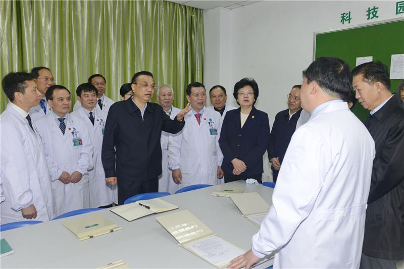 李克强探访这家医院释放重大信号!