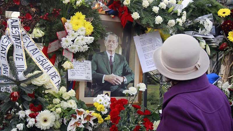 罗马尼亚民众悼念前国王米哈伊一世