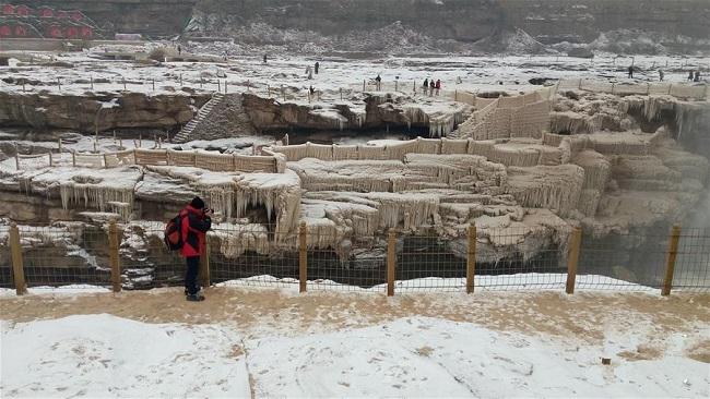 山西臨汾:壺口瀑布迎降雪