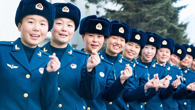 空军女兵要下连了 她们这样度过新兵营的最后一天