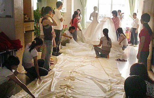 غرائب و عجائب فساتين الزفاف فى العالم 000bcdb9591a08814bba1e
