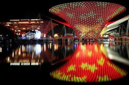 حديقة اكسبو شانغهاي العالمي في ليل اليوم الوطني الصيني (صور)