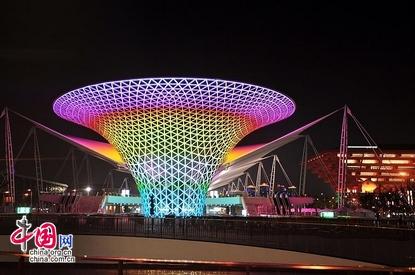 حديقة إكسبو شانغهاي لوحة مفعمة بالألوان والأضواء