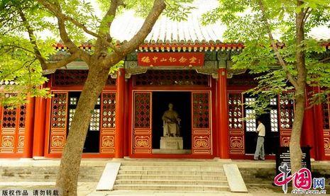 معبد بييون بجبل شيانغ بمدينة بكين- القبر الأجوف لصون يات صن (خاص)