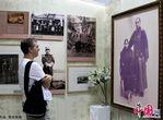 معرض متعلقات شخصية لرائد الثورة الديمقراطية الصينية يفتتح ببكين