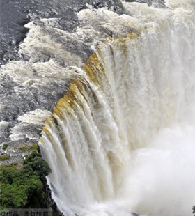 مناظر خلابة من شلالات فيكتوريا في زيمبابوي