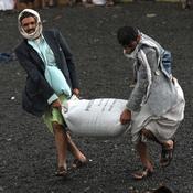 يمنيون يواجهون مصاعب غذائية في شهر رمضان (خاص)
