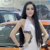تألق عارضات حسناوات في معرض ووهان الدولي للسيارات