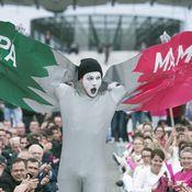 فرنسيون يحتجون على إضفاء الشرعية على زواج المثليين