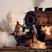 القطارات في الهند بعدسة الأمريكي ستيف ماكوري