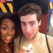 عشقان أمريكيان يوثقان حبهما بالصور داخل 118 محطة أنفاق