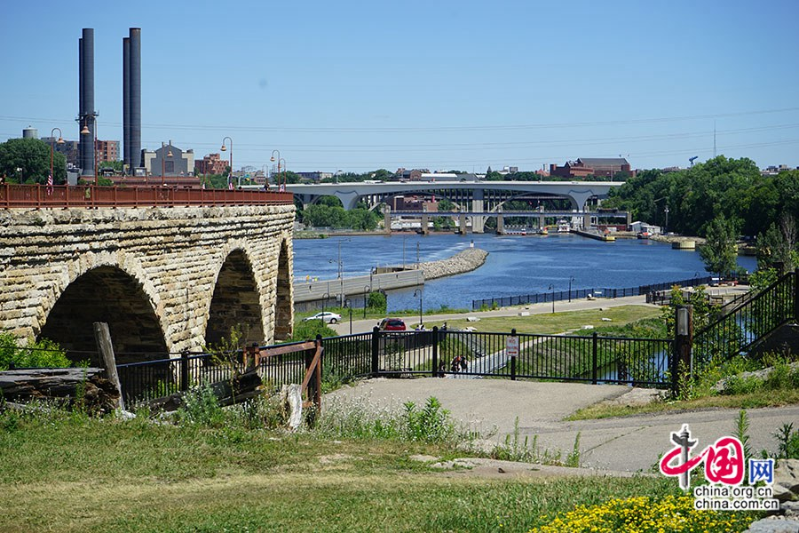 جسر الأقواس الحجرية على نهر المسيسيبي