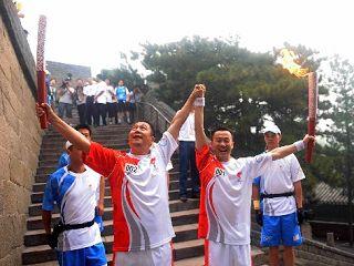JO-2008: le relais de la flamme olympique a commencé sa deuxième journée de la dernière étape